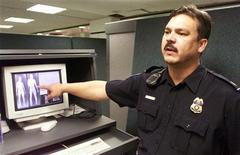 <p>Un'immagine di archivio di controlli all'aeroporto. REUTERS PICTURE</p>
