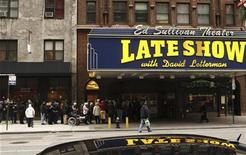 <p>Fans wait outside the Ed Sullivan Theater for tickets to the Late Show with David Letterman in New York January 2, 2008. REUTERS/Lucas Jackson</p>