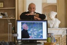 <p>Brazilian author Paulo Coelho poses during an interview with Reuters at his home in Paris September 18, 2008. REUTERS/Charles Platiau</p>
