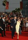 <p>O jogador de futebol David Beckham e sua esposa Victoria na entrega do prêmio 2008 ESPY Awards em Los Angeles, dia 16 de julho. Dois empregados da mansão do jogador de futebol David Beckham e de sua mulher, Victoria Beckham, foram presos, suspeitos de roubar objetos do jogador, informaram reportagens na terça-feira. REUTERS/Danny Moloshok (UNITED STATES) (Newscom TagID: rtrphotosthree608724) [Photo via Newscom]</p>