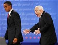 <p>Кандидат в президенты США от Республиканской партии Джон Маккейн во время последних предвыборных дебатов в Университете Хофстра, США, 15 октбяря 2008 года. Кандидат в президенты США от Демократической партии Барак Обама по-прежнему лидирует в предвыборной гонке, оставив позади конкурента из Республиканской партии Джона Маккейна, показал опрос общественного мнения, проведенный Рейтер совместно с компаниями C-SPAN и ZOGBY (REUTERS/Jim Bourg)</p>