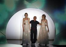 <p>Italian designer Giorgio Armani (C) acknowledges the applause at the end of his Spring/Summer 2009 women's collection during Milan Fashion Week September 22, 2008. REUTERS/Stefano Rellandini</p>