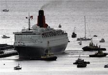 <p>The QE2 ocean liner sets sail for the last time from Scotland at Ocean Terminal in Greenock, west Scotland September 20, 2007. REUTERS/David Moir</p>