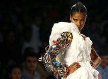 <p>A model presents a creation by Indian designer Prashant Verma's spring/summer 2009 collection at the Wills Lifestyle India Fashion Week in New Delhi October 19, 2008. REUTERS/Vijay Mathur</p>