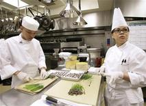 <p>Chefs prepare a meal in a file photo. REUTERS/Yuri Gripas</p>
