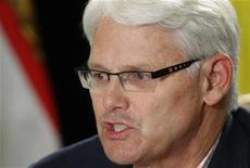 <p>British Columbia's Premier Gordon Campbell speaks during a news conference after the Council of the Federation at the Chateau Frontenac in Quebec City, July 18, 2008. REUTERS/Mathieu Belanger</p>