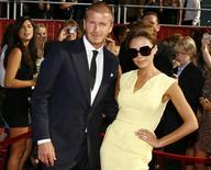 <p>David Beckham e la moglie Victoria a una premiazione a Los Angeles nel luglio 2008. REUTERS/Danny Moloshok</p>