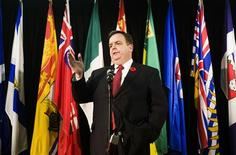 <p>Dwight Duncan, Ontario Finance Minister, speaks to the media after the federal and provincial finance ministers meeting in Toronto, November 3, 2008. REUTERS/Mark Blinch</p>