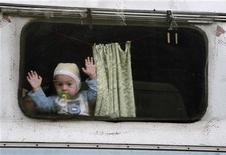 <p>Bambino in un campo rom nei pressi di Milano, in un'immagine d'archivio. REUTERS/Loris Savino</p>