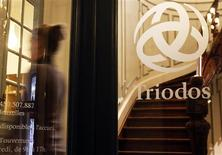 <p>An employee walks inside ethical bank Triodos in Brussels, October 31, 2008. REUTERS/Thierry Roge</p>