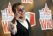 <p>Roger Daltrey of The Who arrives at the taping of the third annual VH1 Rock Honors: The Who concert in Los Angeles July 12, 2008. REUTERS/Mario Anzuoni</p>
