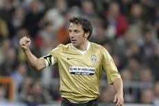 <p>Alessandro Del Piero durante la partita di Champions League contro il Real Madrid del 5 novembre 2008. REUTERS/Felix Ordonez</p>