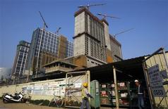 <p>Workers walk outside the Las Vegas Sands construction site opposite the Venetian Macao hotel in Macau in this November 14, 2008 file photo. REUTERS/Bobby Yip/Files</p>