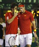 <p>Feliciano Lopez (direita) e Fernando Verdasco (esquerda), da Espanha durante partida da Copa Davis REUTERS/Enrique Marcarian (ARGENTINA)</p>