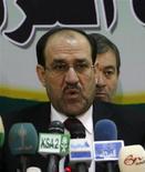<p>Премьер-министр Ирака Нури аль-Малики отвечает на вопросы во время встречи с иракскими политиками в Багдаде, 23 ноября 2008 года Иракский парламент рассмотрит в четверг пакт, устанавливающий сроки вывода американских войск из страны. REUTERS/Thaier al-Sudani (IRAQ)</p>