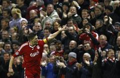 <p>O meia Steven Gerrard, do Liverpool, comemora gol marcado na Liga dos Campeões. 26 de novembro.REUTERS/Phil Noble (BRITAIN)</p>