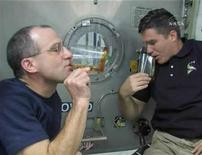 <p>Space Shuttle Endeavour astronauts Don Pettit (L) and Stephen Bowen drink after making a Thanksgiving toast from aboard the International Space Station (ISS) in this November 27, 2008 image from NASA TV. REUTERS/NASA TV</p>