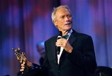 <p>Clint Eastwood accepts the Lifetime Achievement Award at the 53rd annual Thalians gala in Beverly Hills, California November 2, 2008. REUTERS/Mario Anzuoni</p>
