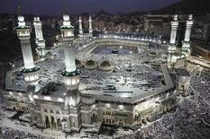 <p>Muslim Pilgrims circle the Kaaba at the Grand Mosque in Mecca December 5, 2008. REUTERS/Ahmed Jadallah</p>
