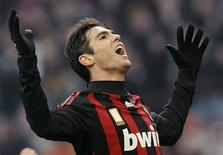 <p>Um gol de última hora do atacante brasileiro Amauri deu à Juventus uma vitória de 2 x 1 sobre o Lecce neste domingo. O Milan, mesmo assolado por contusões, bateu o Catania por 1 x 0 graças a um gol de Kaká. REUTERS/Alessandro Garofalo (ITALY)</p>