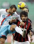 <p>Il milanista Gennaro Gattuso, a destra, in un momento dell'incontro di domenica contro il Catania. REUTERS/Alessandro Garofalo</p>