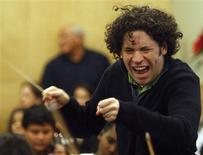 <p>Venezuelan conductor Gustavo Dudamel teaches children at Youth Orchestra L.A., the Los Angeles Philharmonic's effort to establish youth orchestras in underserved areas of the city, in Los Angeles, December 6, 2008. REUTERS/Lucy Nicholson</p>