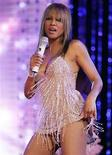 <p>Toni Braxton performs during the 2007 NBA All-Star basketball game halftime show in Las Vegas February 18, 2007. REUTERS/Lucy Nicholson</p>