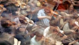 <p>The Orchestra of the Age of Enlightenment practice at the Royal Festival Hall in central London May 29, 2007. REUTERS/Toby Melville</p>