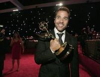 """<p>Jeremy Piven holds his award for outstanding supporting actor for his role in """"Entourage'' as he arrives at the Governor's Ball following the 60th annual Primetime Emmy Awards in Los Angeles September 21, 2008. REUTERS/Mario Anzuoni</p>"""