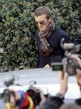 """<p>Il calciatore David Beckham mentre lascia la clinica """"le Betulle"""" dopo i controlli medici ad Appiano Gentile. REUTERS/Alessandro Garofalo</p>"""