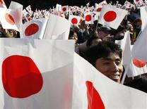 <p>Well-wishers wave Japan's national flags during Emperor Akihito's 75th birthday at the Imperial Palace in Tokyo in Tokyo December 23, 2008. REUTERS/Toru Hanai</p>
