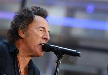 """<p>Bruce Springsteen performs with the E Street Band on NBC's """"Today"""" show in New York, September 28, 2007. REUTERS/Brendan McDermid</p>"""