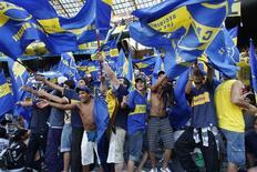 <p>O Boca Juniors festejou com cartazes nas ruas de Buenos Aires seu 23o título do torneio Apertura e a derrota de seu eterno rival River Plate, que terminou em último pela primeira vez na história do futebol argentino. REUTERS/Enrique Marcarian</p>