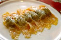 <p>A plate of tortelli di zucca (tortelli pasta with courgettes) is seen at a restaurant in the northern Italian town of Canneto Sull'Oglio May 4, 2006. REUTERS/Daniele La Monaca</p>
