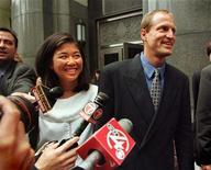 <p>Woody Harrelson with his then girlfriend Laura, talks to the media in Boston, June 11, 1995. REUTERS/Brian Snyder</p>