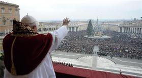 <p>Papa Benedetto XVI il giorno di Natale. REUTERS/Osservatore Romano</p>