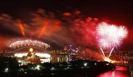 <p>Fuochi d'artificio a Sydney per festeggiare l'arrivo del 2009. REUTERS/Tim Wimborne</p>
