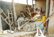 <p>Una casa crollata dopo il terremoto a Papua, in Indonesia. REUTERS/Stringer</p>