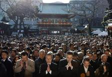 <p>Visitors offer prayers on the first business day of the year at the Kanda Myojin Shrine in Tokyo January 5, 2009. REUTERS/Yuriko Nakao</p>