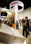 <p>Sharp annuncia lancio anticipato impianto cellule fotovoltaiche. REUTERS/Mike Blake</p>