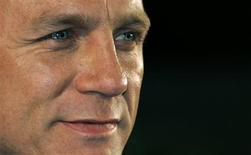 <p>British actor Daniel Craig attends the European premiere of Defiance at Leicester Square in London January 6, 2009. REUTERS/Luke MacGregor</p>