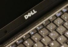 <p>Foto de archivo de un ordenador portátil de Dell en Nueva York, 26 ago 2008. Dell Inc, el segundo mayor fabricante de computadores personales del mundo, lanzó el viernes una computadora portátil de 10 pulgadas y dio un muy breve y ligero anticipo de su nuevo laptop ultraliviano. REUTERS/Brendan McDermid</p>