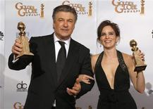 """<p>Alec Baldwin and Tina Fey hold their awards for Best Actress and Actor in A Comedy Series for """"30 Rock"""" at the 66th annual Golden Globe awards in Beverly Hills, California January 11, 2009. REUTERS/Lucy Nicholson</p>"""