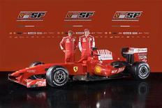 <p>Os pilotos de Fórmula 1, Felipe Massa (esq) e Kimi Raikkonen (dir) posam com a nova Ferrai F60 em foto não datada publicada no site da Ferrari no dia 12 de janeiro. A Ferrari apresentou nesta segunda-feira o carro que usará na temporada 2009 da Fórmula 1, e o chefe da equipe, Stefano Domenicali, reconheceu que as novas regras da categoria podem dificultar a conquista do título de construtores conquistado pela escuderia no ano passado. REUTERS/Ferrari S.p.A./Handout (ITALY) QUALITY FROM SOURCE. NO SALES. NO ARCHIVES. FOR EDITORIAL USE ONLY. NOT FOR SALE FOR MARKETING OR ADVERTISING CAMPAIGNS.</p>