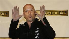 "<p>Host of the NBC game show ""Deal or No Deal"" Howie Mandel speaks to television critics at the NBC Universal Summer press tour in Beverly Hills, California July 21, 2008. REUTERS/Fred Prouser</p>"