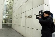 <p>Le groupe de télévision payante Canal+ est dans le collimateur du Conseil de la concurrence pour non respect d'engagements pris lors du rachat de TPS en 2006 et concernant une supposée entente avec M6, TF1 et Lagardère, rapporte jeudi la presse française. /Photo d'archives/REUTERS/Jack Dabaghian</p>