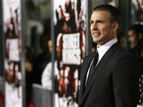 <p>Chris Evans poses at the Grauman's Chinese Theatre in Hollywood, California April 3, 2008. REUTERS/Mario Anzuoni</p>
