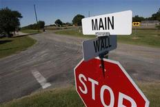 <p>A sign marks the intersection of Main Street and Wall Street in Windom, Texas, October 8, 2008. REUTERS/Jessica Rinaldi</p>
