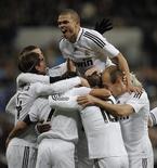 <p>Jogadores do Real Madrid festejam gol contra Deportivo La Coruña, em Madri, pelo Campeonato Espanhol. REUTERS/Juan Medina ( SPAIN )</p>