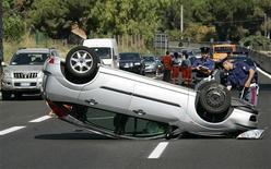 <p>Immagine d'archivio di un incidente stradale. REUTERS/Max Rossi (ITALY)</p>